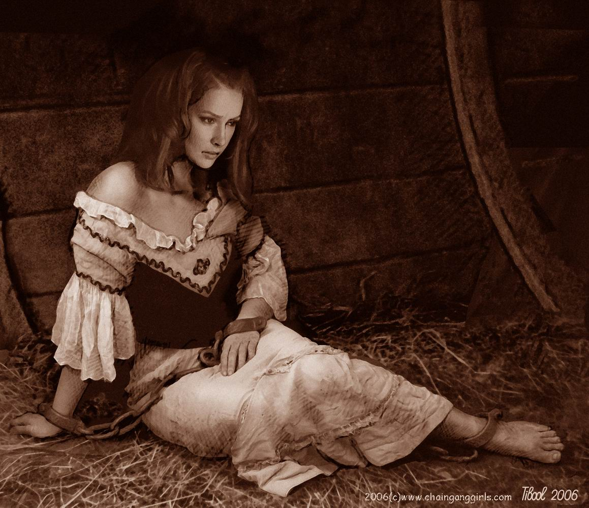 Пытки девушек в кандалах 23 фотография